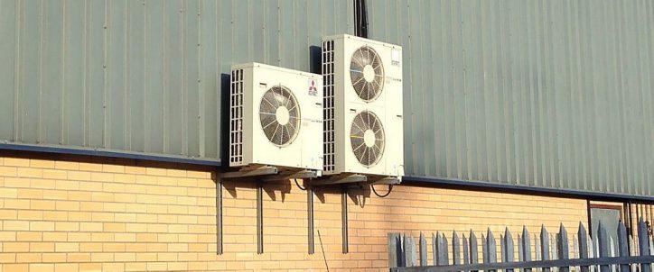 Klimatyzator na zewnątrz