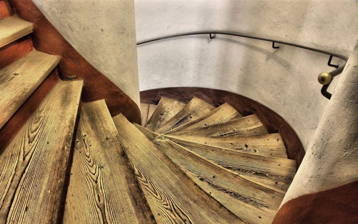 Schody drewniane dąb