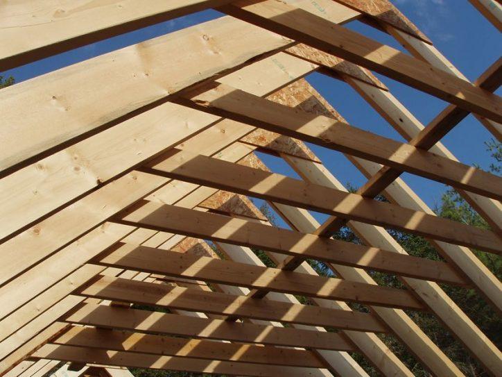 Drewno na konstrukcję dachu