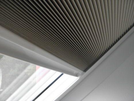 Żaluzje na okno w dachu